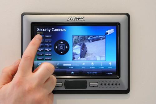панель управления системы безопасности и мониторинга умного дома