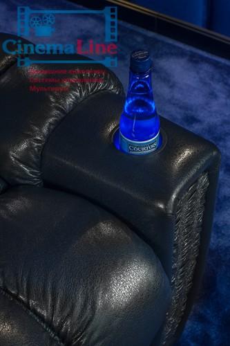 подставник в кресле для домашнего кинотеатра