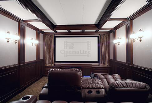домашней кинозал в загородном доме вид сзади