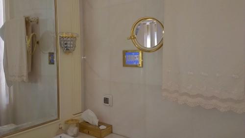панель управления умным домом в ванной
