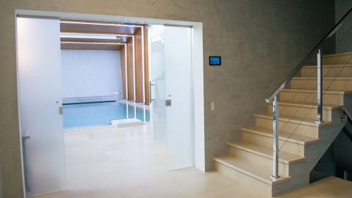 вход в спа блок с системами умный дом