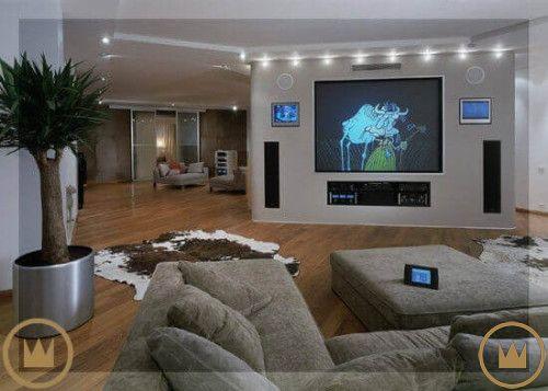 гостиная с домашним кинотеатром и умным домом